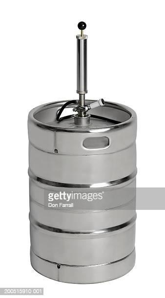Beer keg with valve