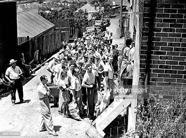 Beer queue in Sydney on 31 December 1947 SUN NEWS Picture by MULLANEY