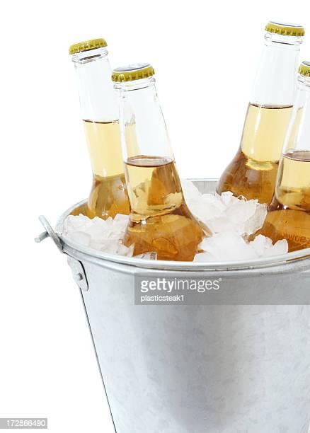Bier in einem Eimer mit Eis