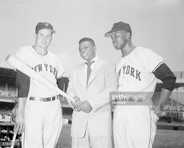 Before start of today's New YorkBrooklyn clash at Ebbet's field excenter fielder for the Giants Willie Mays now serving in the US Army takes a...