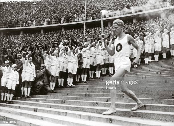 Beginning of the eleventh Olympic Games Photography 181936 [Der Beginn der XI Olympischen Spiele Photographie 181936]