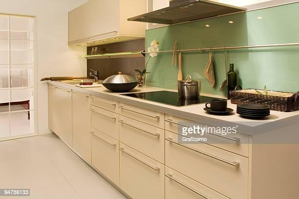 Beige moderne Küche