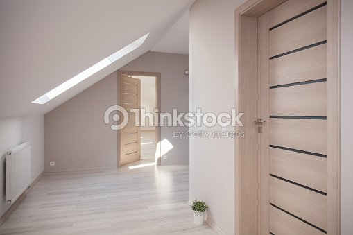 beige camera dellattico foto stock thinkstock. Black Bedroom Furniture Sets. Home Design Ideas