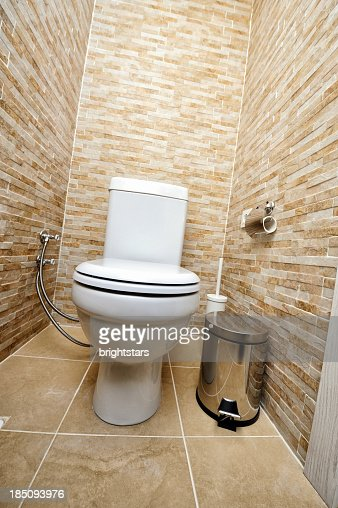 Carrelage beige toilettes photo getty images - Carrelage toilettes photos ...