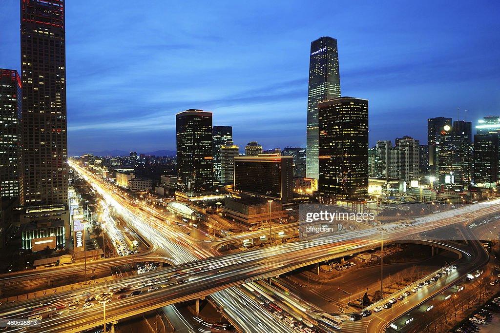 Pékin après le coucher du soleil, vie nocturne du quartier des affaires : Photo