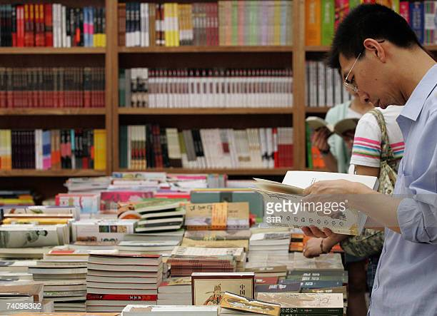 Customers check out the books at a bookstore in Beijing 07 May 2007 Retail sales in China during the May 1 'Golden Week' holiday totalled 320 billion...