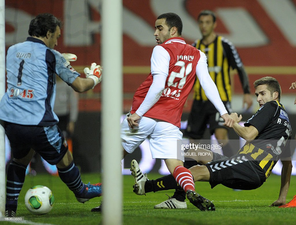 Beira Mar's midfielder Rui Sampaio (R) scores past SC Braga's goalkeeper Quim (L) and Brazilian defender Paulo Vinicius (C) during the Portuguese league football match Beira Mar vs Braga at the Municipal Stadium in Aveiro on February 3, 2013.