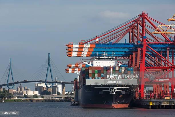 Beladung des Containerschiffs Hanjin Green Earth am Containerterminal EUROGATE im Stadtteil Waltershof im Hamburger Hafen hinten links die...