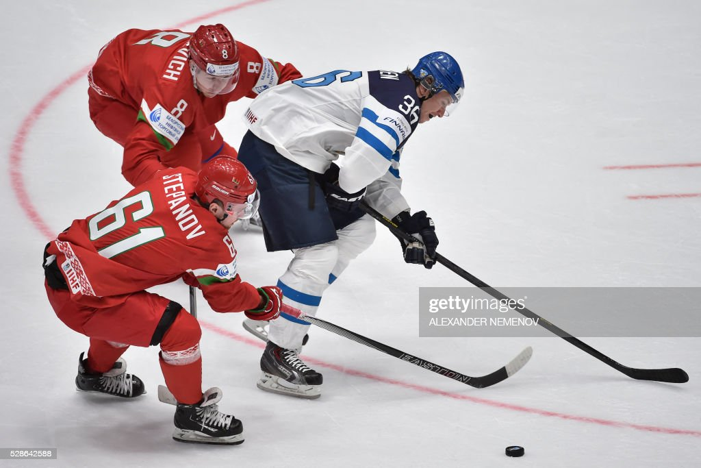 Belarus' forward Andrei Stepanov (L) and Belarus' defender Ilya Shinkevich (top L) stops Finland's forward Jussi Jokinen (R) during the group B preliminary round game Finland vs Belarus at the 2016 IIHF Ice Hockey World Championship in St. Petersburg on May 6, 2016. / AFP / ALEXANDER