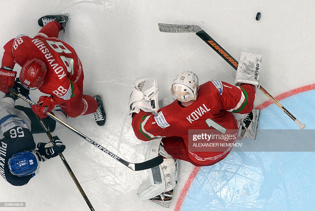 Belarus' forward Yevgeni Kovyrshin (top L) vies with Finland's forward Teemu Pulkkinen (L) in front of the net of Belarus' goalie Vitali Koval (R) during the group B preliminary round game Finland vs Belarus at the 2016 IIHF Ice Hockey World Championship in St. Petersburg on May 6, 2016. / AFP / ALEXANDER