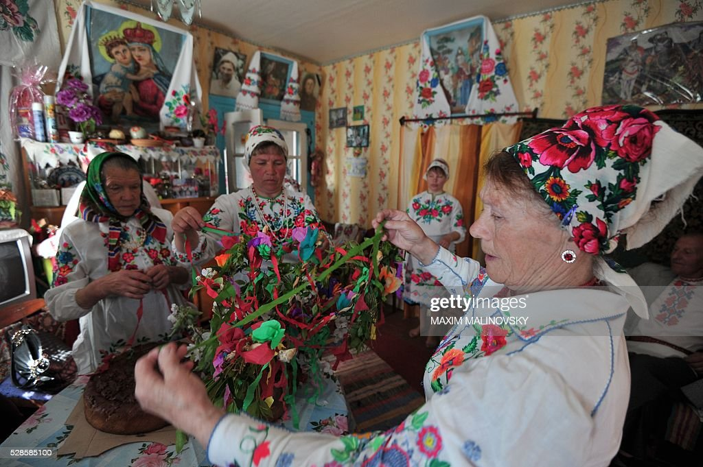 Belarus locals prepare for a traditional festival to pray for rich harvest in the village of Pogost, some 250 km south of Minsk, on May 6, 2016. / AFP / MAXIM