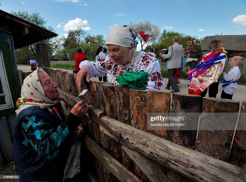 Belarus locals take part in a traditional festival to pray for rich harvest in the village of Pogost, some 250 km south of Minsk, on May 6, 2016. / AFP / MAXIM