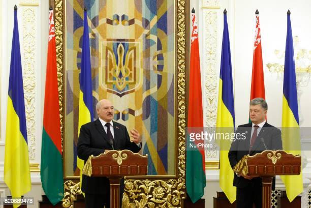 Belarussian President Alexander Lukashenko and Ukrainian President Petro Poroshenko speaks with journalists during a pressconference in Kiev Ukraine...