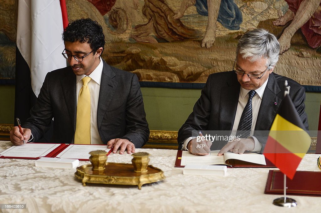 Belgian Foreign Minister Didier Reynders (R) signs documents with United Arab Emirates' Foreign Minister Sheikh Abdullah bin Zayed al-Nahyan, at the Egmont Palace in Brussels on April 12, 2013. AFP PHOTO / BELGA / LAURIE DIEFFEMBACQ