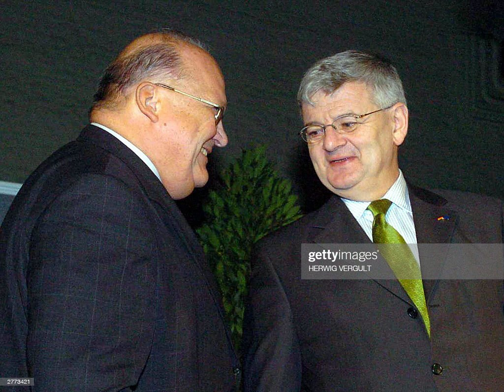Belgian former Prime Minister <a gi-track='captionPersonalityLinkClicked' href=/galleries/search?phrase=Jean-Luc+Dehaene&family=editorial&specificpeople=2586798 ng-click='$event.stopPropagation()'>Jean-Luc Dehaene</a> (L) and German Foreign Minister Joschka Fischer (R) attend the opening of the new Academic Year at the 'Europacollege' (College of Europe), Monday 01 December 2003, in Brugge.