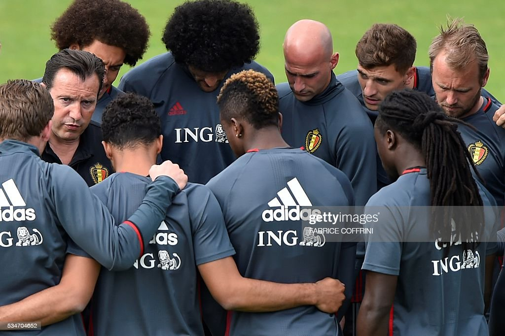 Belgian national soccer team coach Marc Wilmots (L) speaks to his players during a training on the eve of the friendly match Switzerland vs Belgium on May 27, 2016 in Lausanne. The Belgian team is in Lausanne for a training camp in preparation for the UEFA Euro 2016 football championship in France. / AFP / FABRICE