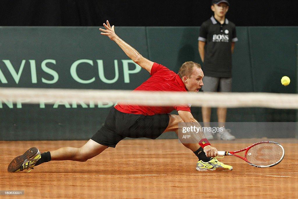 Belgian Steve Darcis returns the ball to Israeli Amir Weintraub on September 15, 2013 during a Davis Cup World Group play-off tennis match in Antwerp.