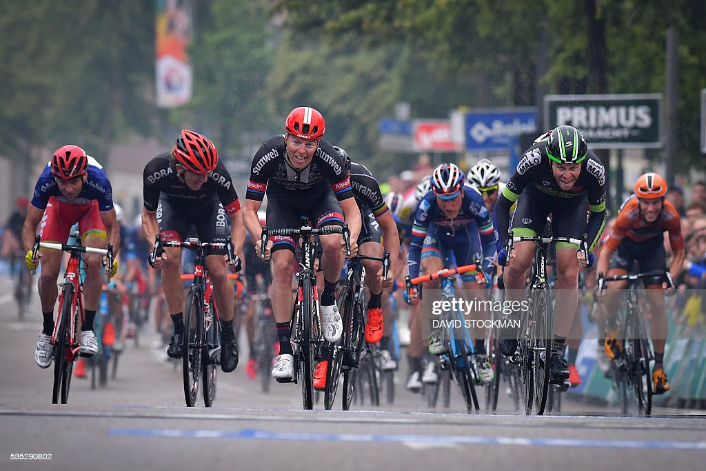 Belgian Zico Waeytens of Team Giant-Alpecin (C) competes and wins before New-Zealand's Daniel McLay of Fortuneo-Vital Concept (R) during the sprint at the finish of the final stage of the Baloise Belgium Tour cycling race on May 29, 2016 in Tongeren. / AFP / BELGA / DAVID STOCKMAN / Belgium OUT