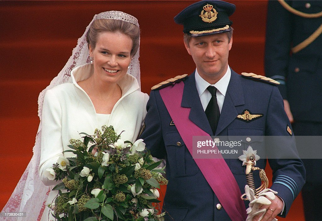 Belgium Crown Prince Philippe, 39, and Mathilde d'Udekem d'Acoz, a 26-year-old speech therapist, smile to the crowd of 2,000 wellwishers 04 December 1999 after being married in the Roman Catholic service at Saint-Michel-et-Gudule Cathedral in Brussels. Prince Philippe is first in line to succeed his father King Albert II, and the first Belgian crown prince to marry a Belgian. His own mother, Queen Paola, is Italian. Mathilde is of noble Flemish stock. She grew up in Wallon and speaks French, Dutch, English and Italian. La princesse Mathilde d'Udekem d'Acoz et le prince Philippe de Belgique sourient au public, le 04 décembre 1999, à leur sortie de la cathédrale St Michel St Gudule de Bruxelles, après la cérémonie religieuse de leur mariage.