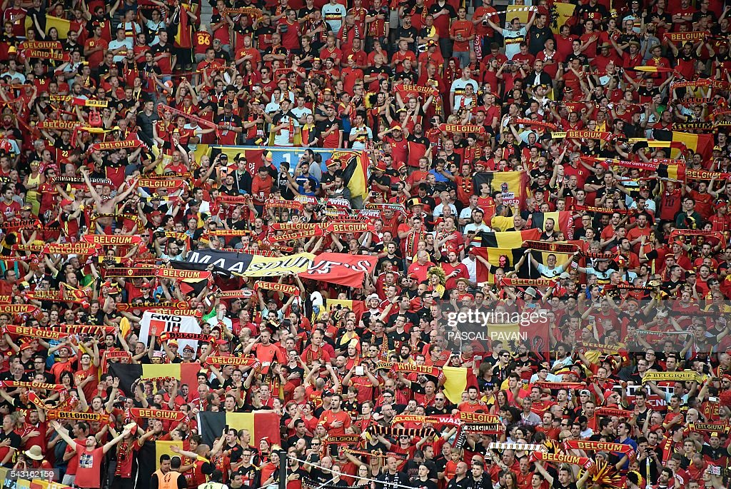 Belgium fans chant during the Euro 2016 round of 16 football match between Hungary and Belgium at the Stadium Municipal in Toulouse on June 26, 2016. / AFP / Pascal PAVANI