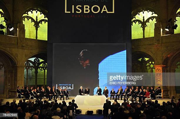 Belgium Prime minister Guy Verhofstadt and Foreign Minister Karek de Gucht sign the 'Treaty of Lisbon' in Jeronimos monastery in Lisbon 13 December...