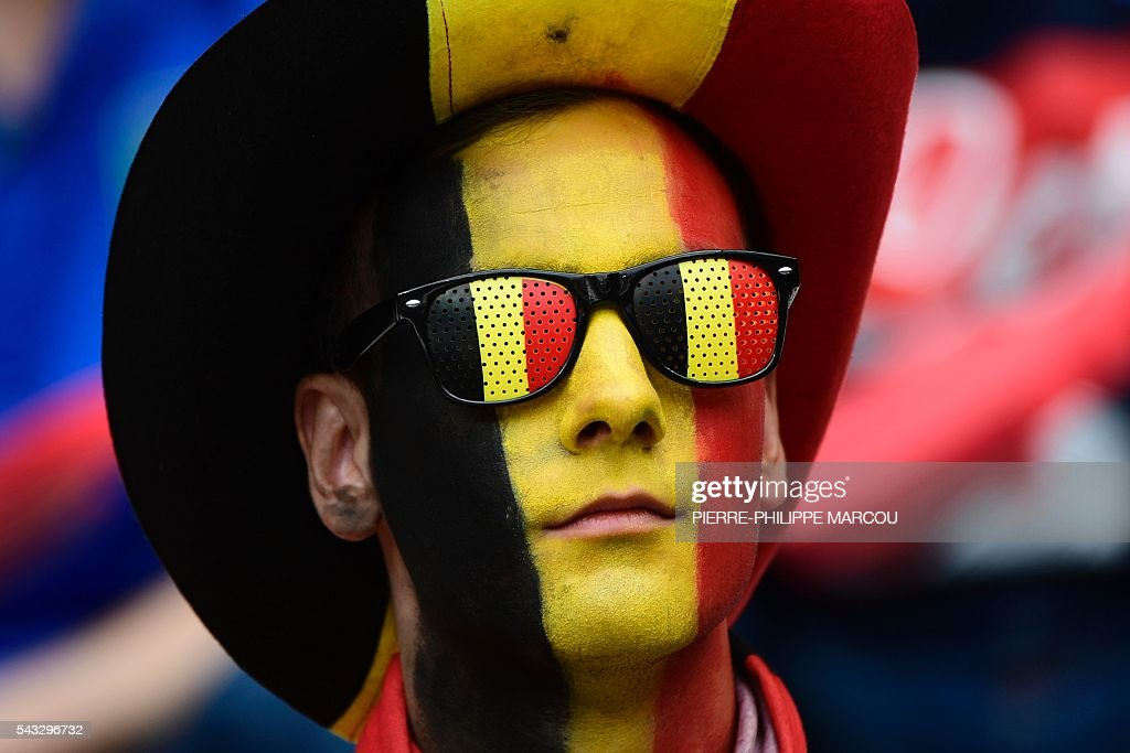 A Belgium supporter poses ahead the Euro 2016 round of 16 football match between Italy and Spain at the Stade de France stadium in Saint-Denis, near Paris, on June 27, 2016. / AFP / PIERRE