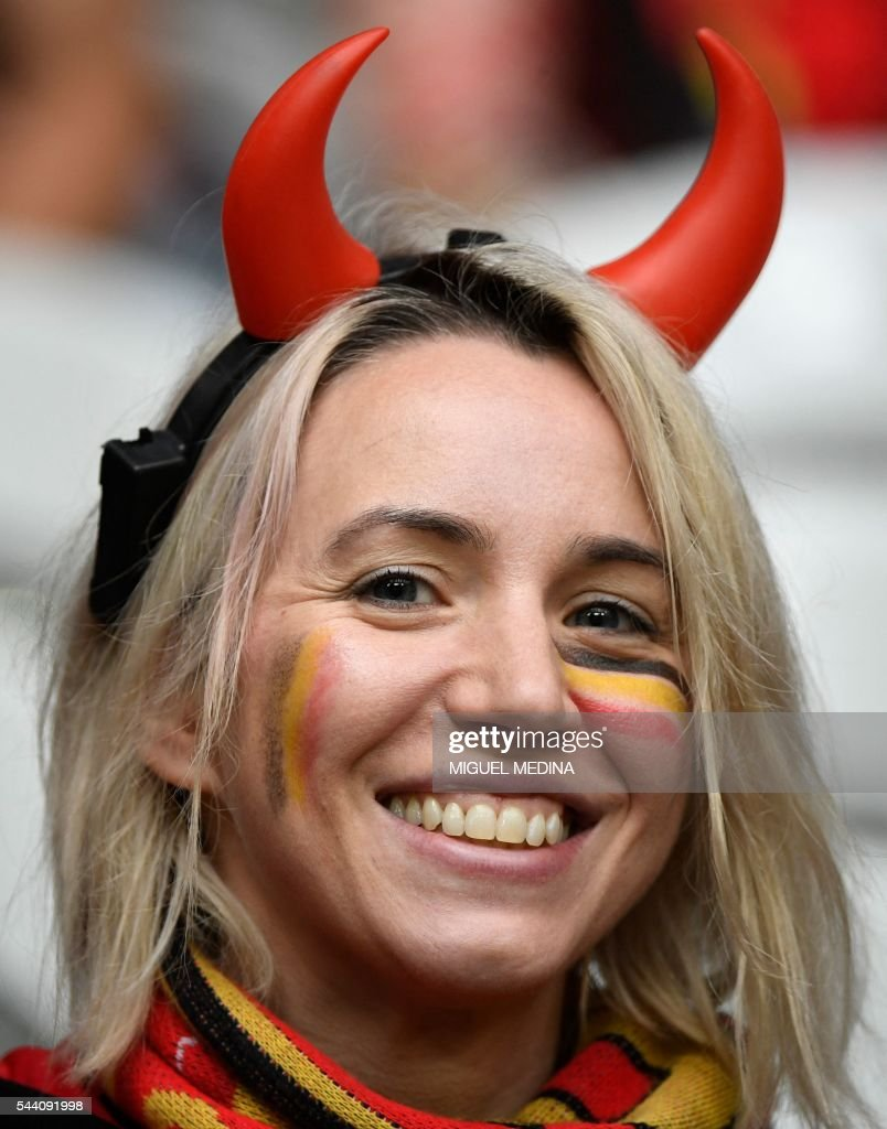 A Belgium supporter smiles ahead of the Euro 2016 quarter-final football match between Wales and Belgium at the Pierre-Mauroy stadium in Villeneuve-d'Ascq near Lille, on July 1, 2016. / AFP / MIGUEL