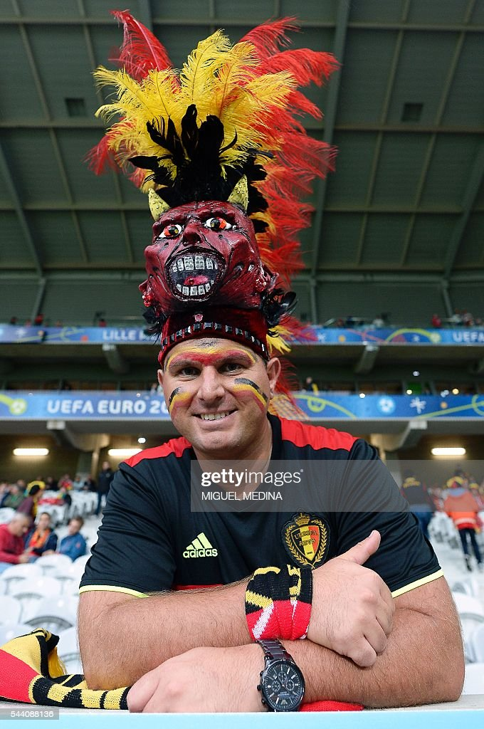 A Belgium supporter smiles before the Euro 2016 quarter-final football match between Wales and Belgium at the Pierre-Mauroy stadium in Villeneuve-d'Ascq near Lille, on July 1, 2016. / AFP / MIGUEL