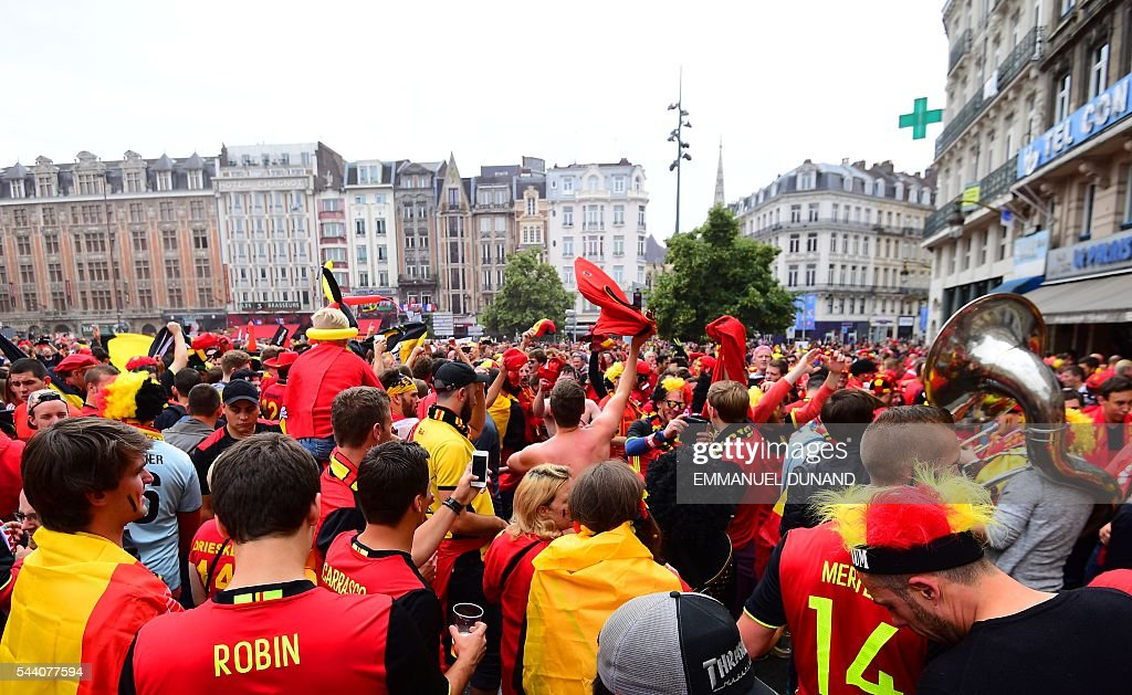 Belgium supporters cheer in Lille on July 1, 2016 before the Euro 2016 quarter-final football match between Wales and Belgium. / AFP / EMMANUEL