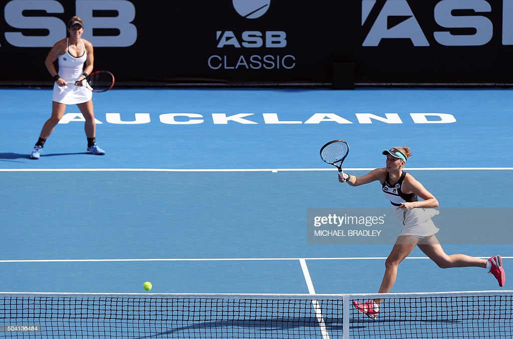 Elise Mertens - Page 3 Belgiums-ansophie-mestach-and-elise-mertens-compete-against-danka-of-picture-id504136484