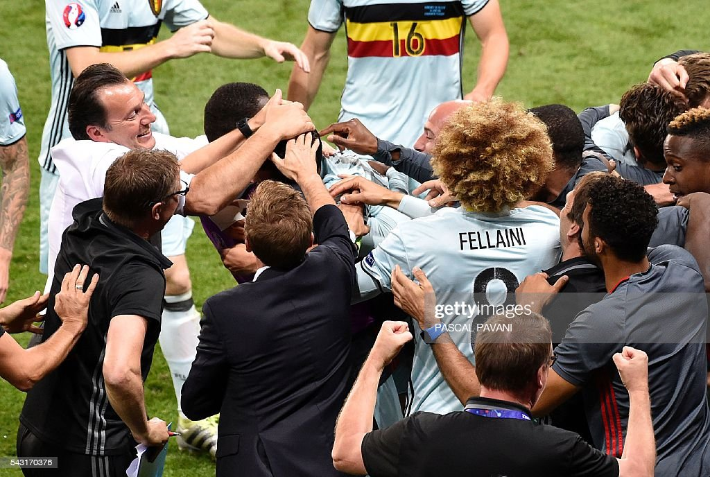Belgium's coach Marc Wilmots (L) celebrates a goal during the Euro 2016 round of 16 football match between Hungary and Belgium at the Stadium Municipal in Toulouse on June 26, 2016. / AFP / Pascal PAVANI