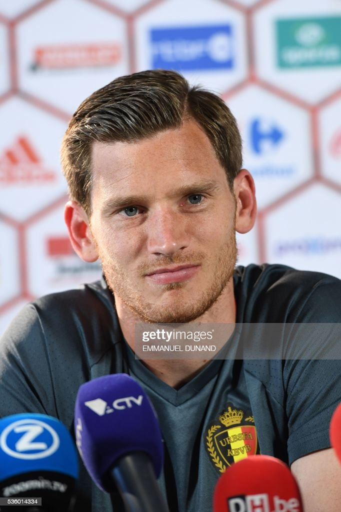 Belgium's defender Jan Vertonghen addresses a press conference prior to a training session of the Belgian national football team, the Red Devils, in preparation for the upcoming UEFA Euro 2016 European football championship, on May 31, 2016, in Genk. / AFP / EMMANUEL