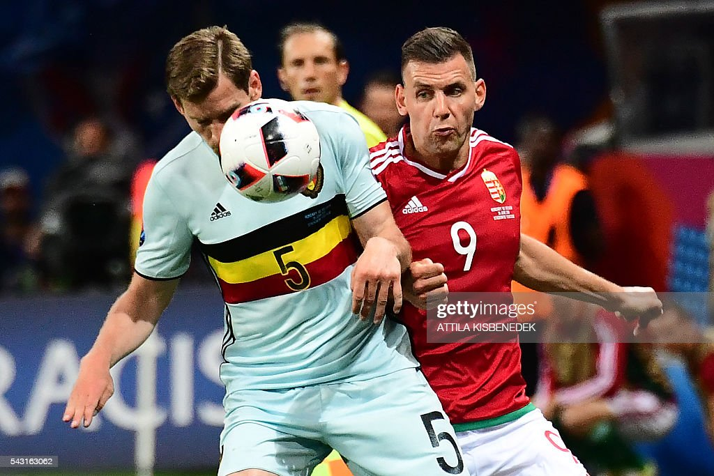 Belgium's defender Jan Vertonghen (L) vies for the ball with Hungary's forward Adam Szalai during the Euro 2016 round of 16 football match between Hungary and Belgium at the Stadium Municipal in Toulouse on June 26, 2016. / AFP / ATTILA