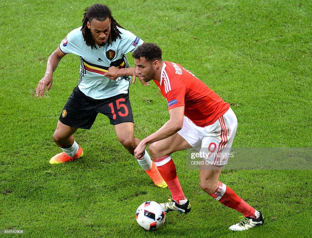 Belgium's defender Jason Denayer (L) challenges Wales' forward Hal Robson-Kanu during the Euro 2016 quarter-final football match between Wales and Belgium at the Pierre-Mauroy stadium in Villeneuve-d'Ascq near Lille, on July 1, 2016. / AFP / Denis Charlet