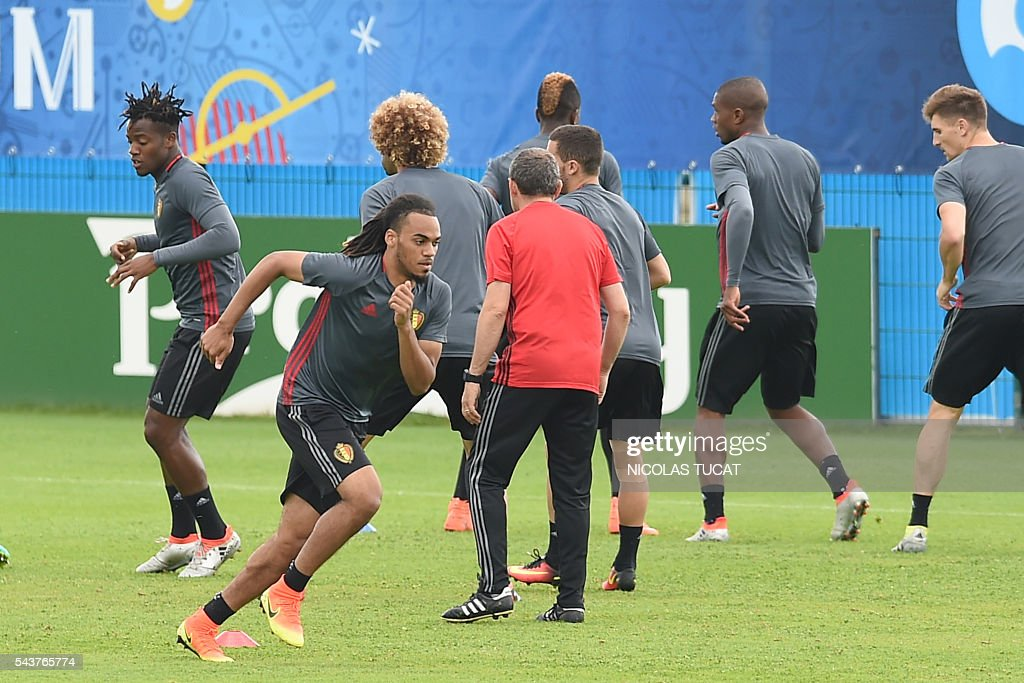 Belgium's defender Jason Denayer (L) takes part in a training session during the Euro 2016 football tournament at Le Haillan on June 30, 2016. / AFP / NICOLAS