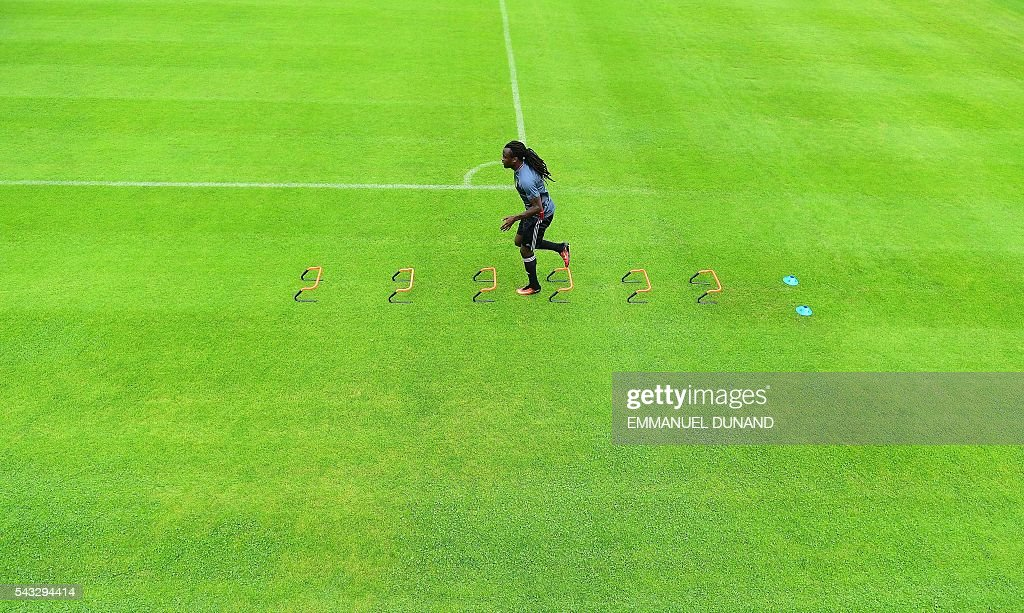 Belgium's defender Jordan Lukaku takes part in a training session in Le Haillan, southwestern France, on June 27, 2016, ahead of their Euro 2016 quarter-final football match against Wales. / AFP / EMMANUEL