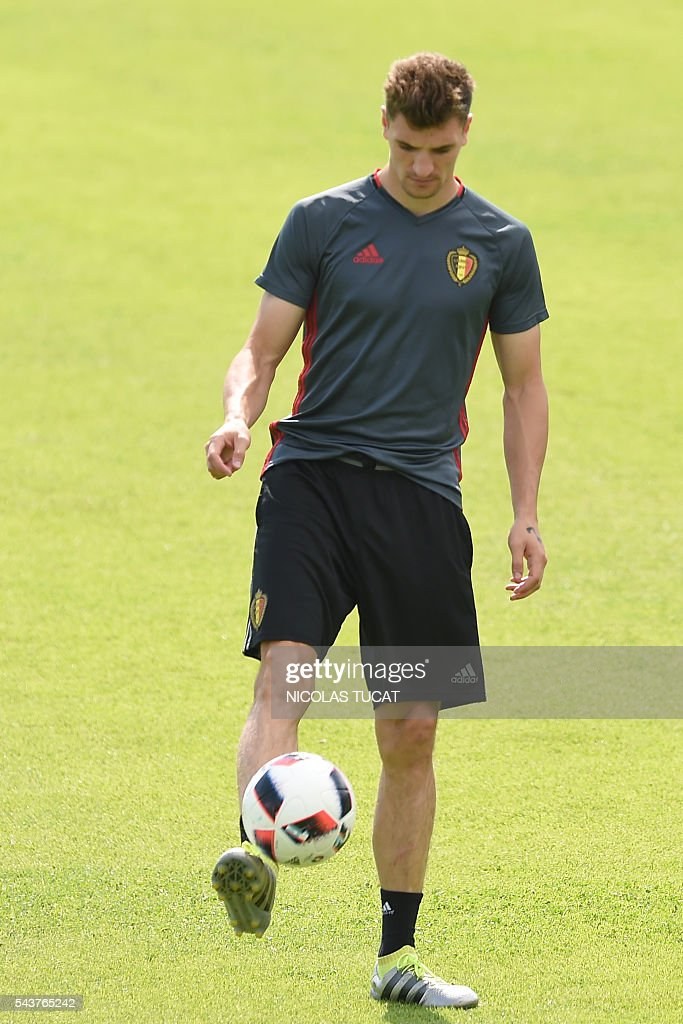 Belgium's defender Thomas Meunier takes part in a training session during the Euro 2016 football tournament at Le Haillan on June 30, 2016. / AFP / NICOLAS