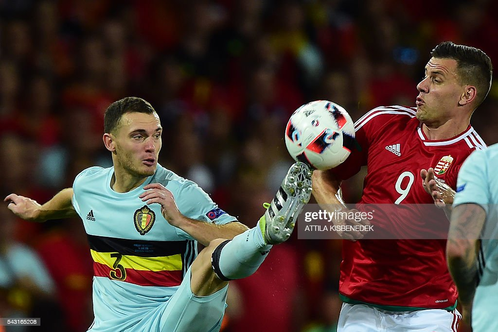 Belgium's defender Thomas Vermaelen (L) vies for the ball with Hungary's forward Adam Szalai during the Euro 2016 round of 16 football match between Hungary and Belgium at the Stadium Municipal in Toulouse on June 26, 2016. / AFP / Attila KISBENEDEK