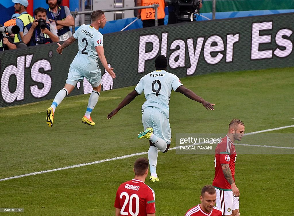 Belgium's defender Toby Alderweireld (top) celebrates after scoring during the Euro 2016 round of 16 football match between Hungary and Belgium at the Stadium Municipal in Toulouse on June 26, 2016. / AFP / Pascal PAVANI
