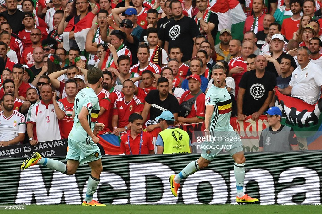 Belgium's defender Toby Alderweireld (R) celebrates with Belgium's defender Jan Vertonghen (L) after scoring the opening goal during the Euro 2016 round of 16 football match between Hungary and Belgium at the Stadium Municipal in Toulouse on June 26, 2016. / AFP / PASCAL