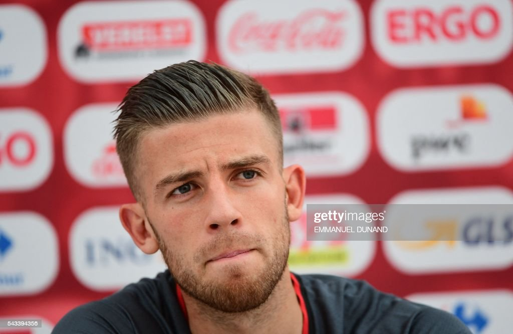 Belgium's defender Toby Alderweireld gives a press conference during the Euro 2016 football tournament at Le Haillan, France, on June 28, 2016. / AFP / EMMANUEL
