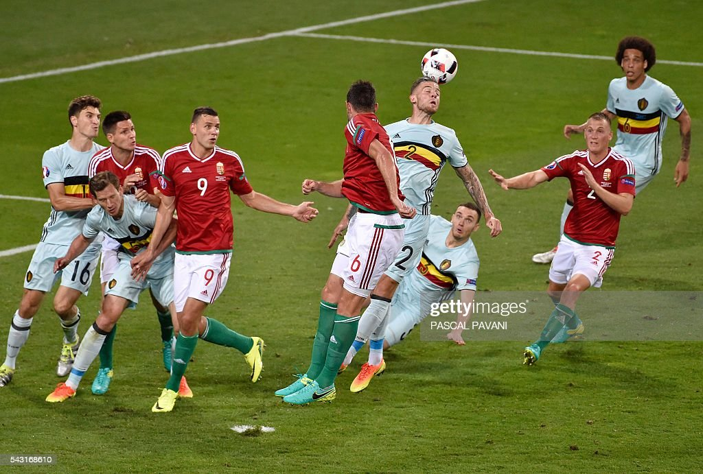 Belgium's defender Toby Alderweireld (C-R) heads the ball clear during the Euro 2016 round of 16 football match between Hungary and Belgium at the Stadium Municipal in Toulouse on June 26, 2016. / AFP / Pascal PAVANI