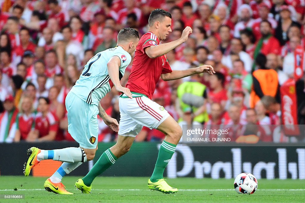 Belgium's defender Toby Alderweireld (L) vies for the ball with Hungary's forward Adam Szalai during the Euro 2016 round of 16 football match between Hungary and Belgium at the Stadium Municipal in Toulouse on June 26, 2016. / AFP / EMMANUEL