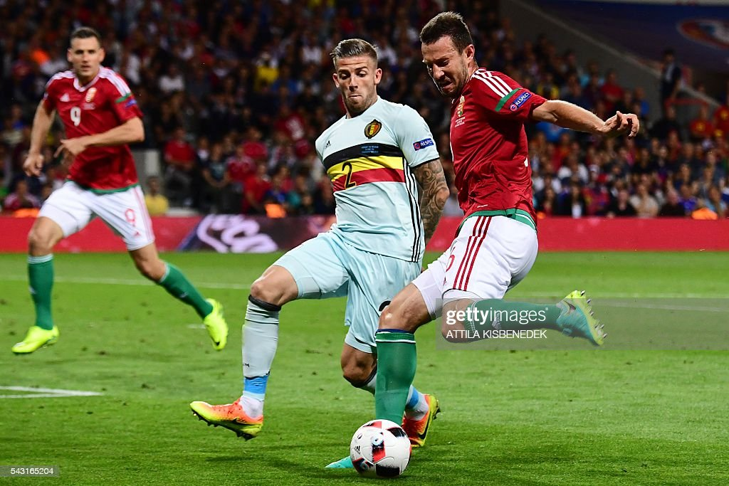 Belgium's defender Toby Alderweireld (L) vies for the ball with Hungary's midfielder Akos Elek during the Euro 2016 round of 16 football match between Hungary and Belgium at the Stadium Municipal in Toulouse on June 26, 2016. / AFP / ATTILA