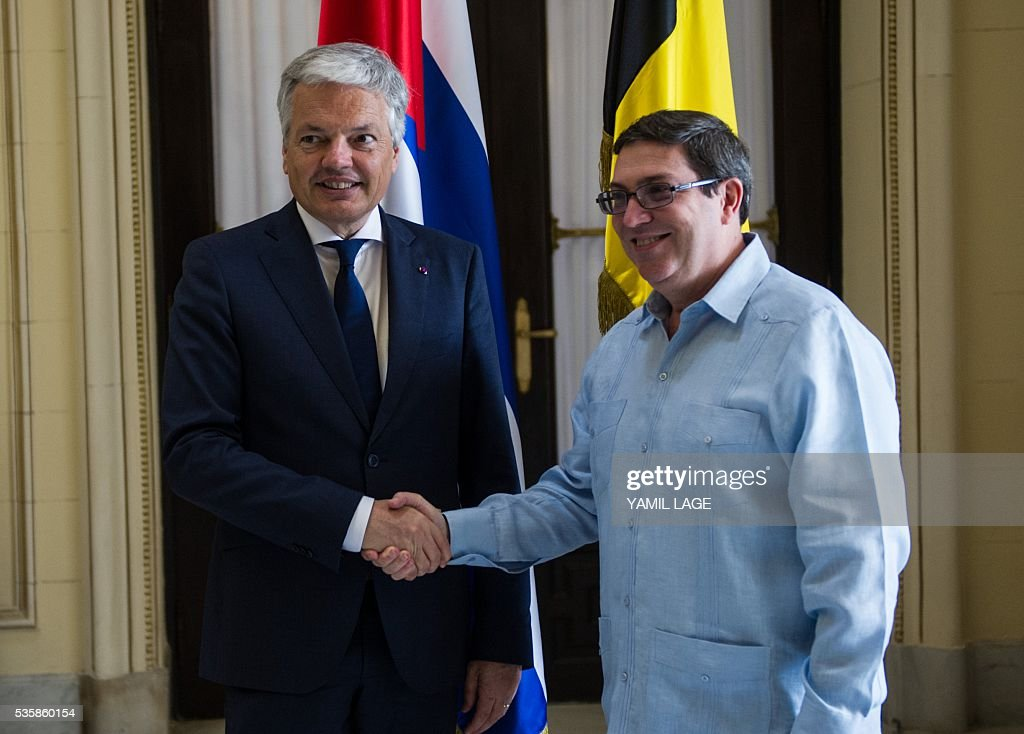 Belgium's Deputy PM and Minister of Foreign and European Affairs Didier Reynders (L) shakes hands with Cuban Foreign Affairs Minister Bruno Rodriguez upon his arrival at the Foreign Ministry in Havana on May 30, 2016 / AFP / YAMIL