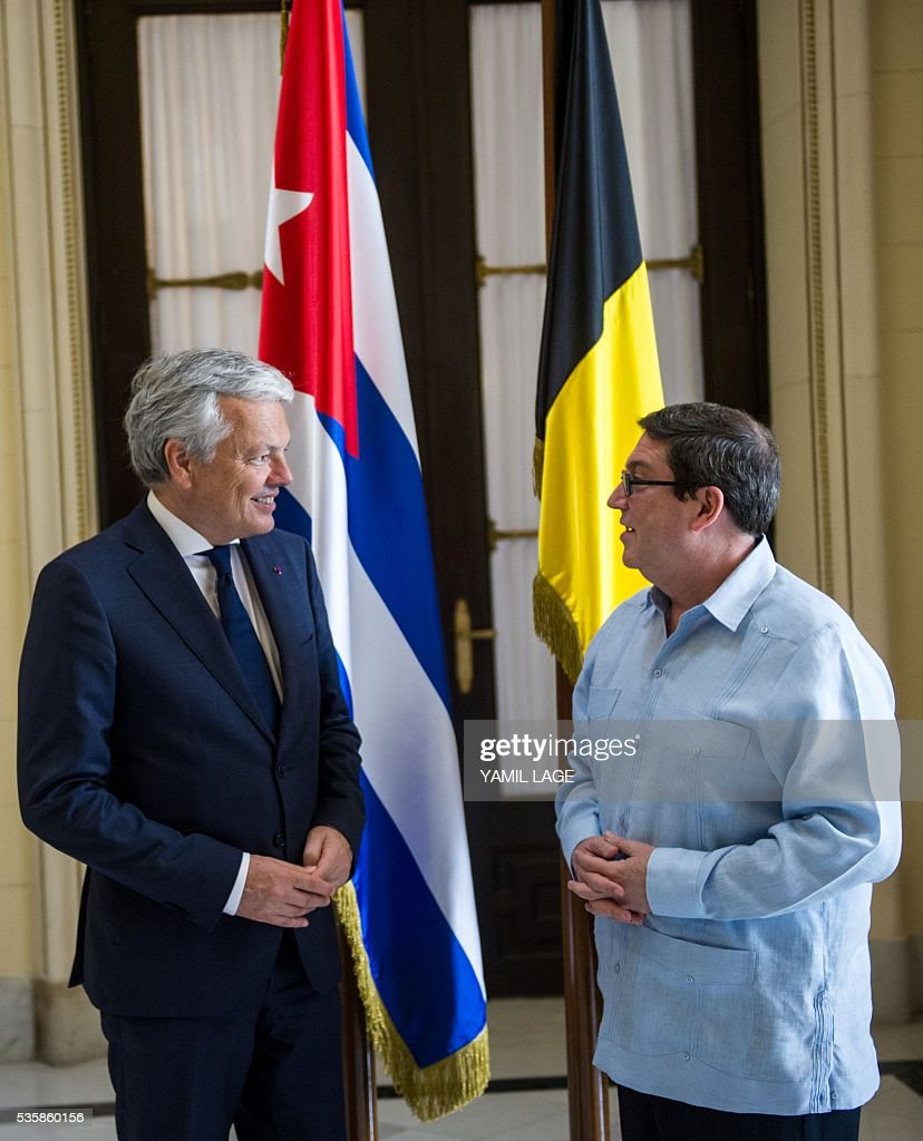 Belgium's Deputy PM and Minister of Foreign and European Affairs Didier Reynders (L) talks with Cuban Foreign Affairs Minister Bruno Rodriguez upon his arrival at the Foreign Ministry in Havana on May 30, 2016 / AFP / YAMIL