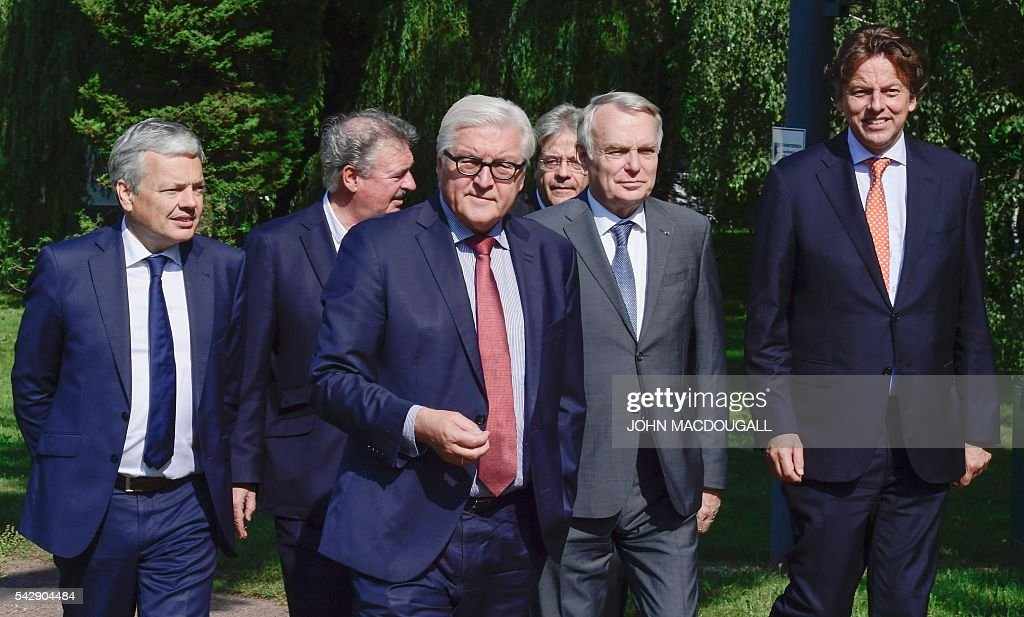 Belgium's Foreign minister Didier Reynders, Luxembourg's Foreign minister Jean Asselborn, Germany's Foreign minister Frank-Walter Steinmeier, Italy's Foreign minister Paolo Gentiloni, France's Foreign minister Jean-Marc Ayrault and Netherlands' Foreign minister Bert Koenders take a walk in the garden of the villa Borsig prior to post-Brexit talks in Berlin on June 25, 2016. Foreign ministers of the six founding members of the European project meet to discuss the bloc's future in the wake of Britain's decision to leave. / AFP / John MACDOUGALL
