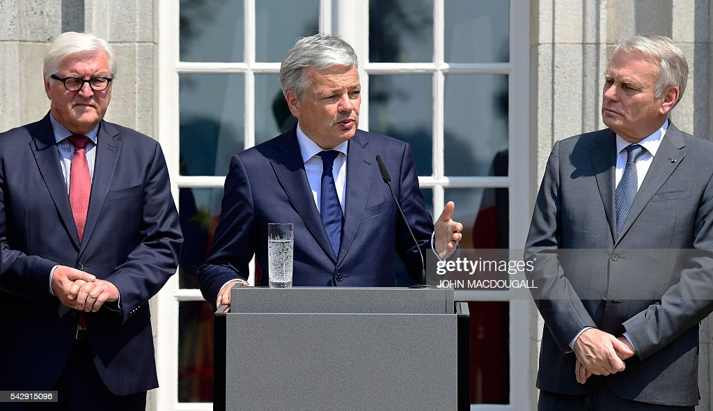 Belgium's Foreign minister Didier Reynders (C) speaks flamked by Germany's Foreign minister Frank-Walter Steinmeier (L) and France's Foreign minister Jean-Marc Ayrault at a press conference after talks at the Villa Borsig in Berlin on June 25, 2016. The EU's founding states said they want Britain to begin leaving the union 'as soon as possible', as France urged a new British prime minister to take office quickly. / AFP / John MACDOUGALL