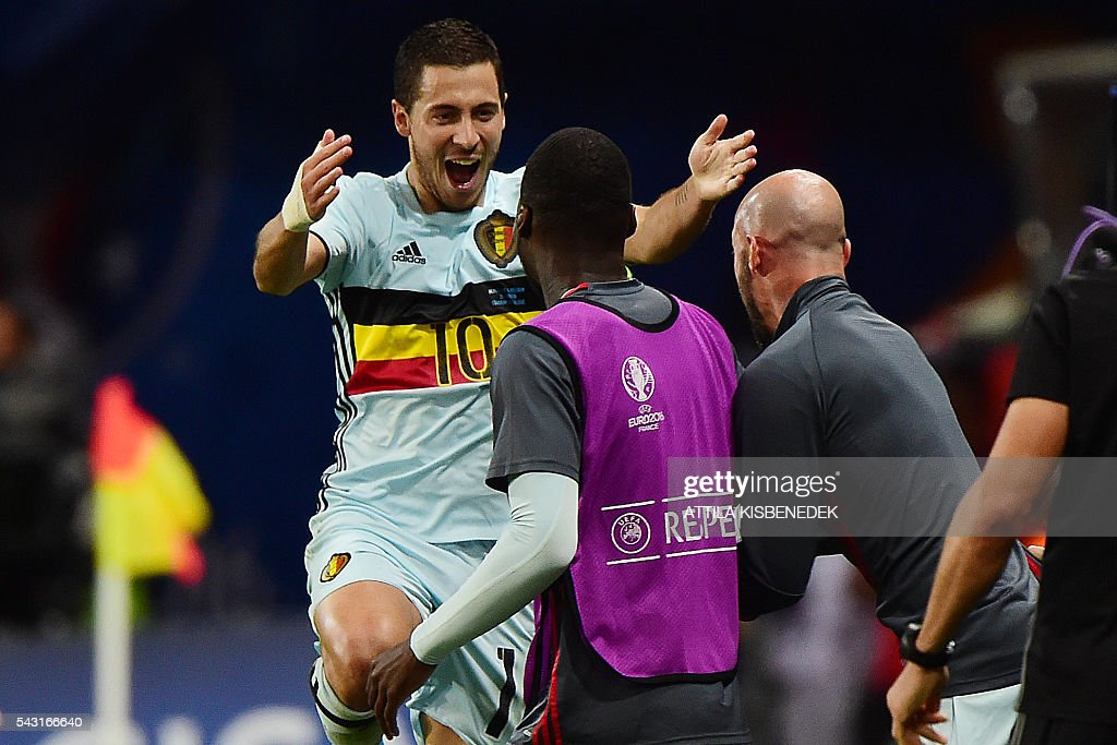 Belgium's forward Eden Hazard (L) celebrates after scoring his team's second goal during the Euro 2016 round of 16 football match between Hungary and Belgium at the Stadium Municipal in Toulouse on June 26, 2016. / AFP / Attila KISBENEDEK