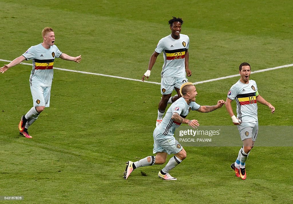 Belgium's forward Eden Hazard (R) celebrates his goal with Belgium's midfielder Radja Nainggolan (C) Belgium's midfielder Kevin De Bruyne (L-top) and Belgium's forward Michy Batshuayi (C-top) during the Euro 2016 round of 16 football match between Hungary and Belgium at the Stadium Municipal in Toulouse on June 26, 2016. / AFP / Pascal PAVANI